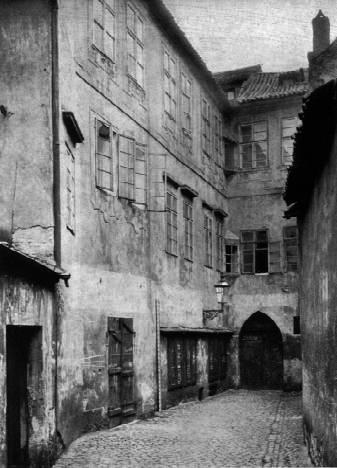 Praha, Židovské město. Konec slepé Šámesovy uličky. Zbořeno 1897.